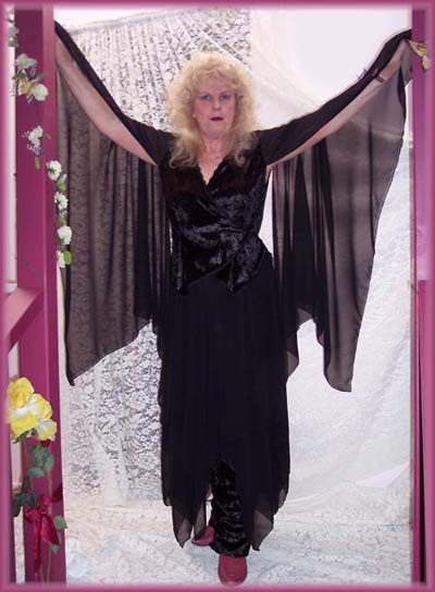 Stevie Nicks Black Rhiannon Outfit modeled by emerald-fairy Lynn